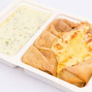 Clatite umplute cu carne si ciuperci gratinate la cuptor sos de smantana cu marar