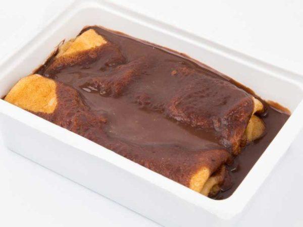 Clatite umplute cu finetti si banane topping din budinca de ciocolata