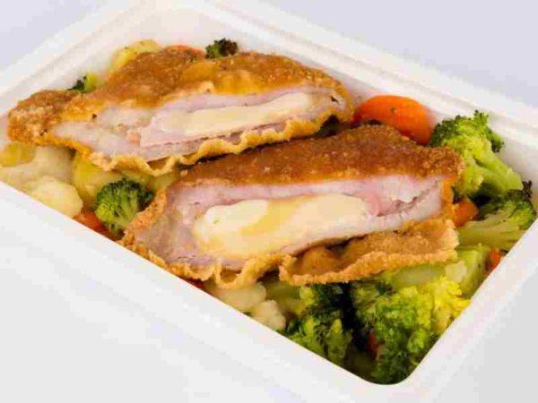 Cordon bleu de porc cartofi la tava cu legume