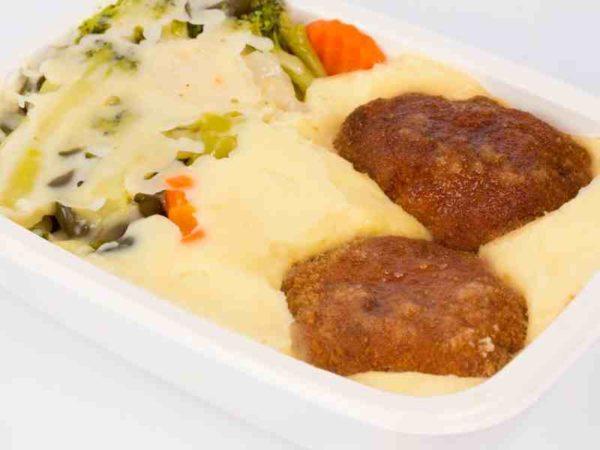 Dietetic Chiftelute de pasare cartofi piure cu legume si cascaval