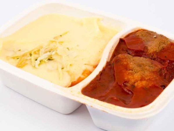 Dietetic Chiftelute marinate in sos de rosii cartofi piure