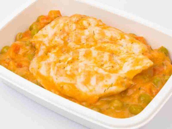 Dietetic Mancare de mazare cu morcovi piept de pui grill