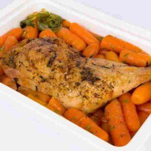 Pulpa de pui la tava cu cimbrisor carotte inabusiti cu unt si patrunjel