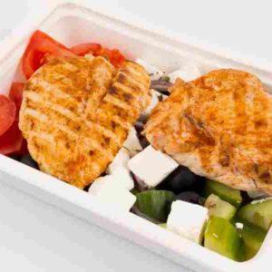 Salata greceasca piept de pui grill