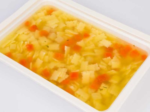 Supa de pui cu paste frunzulite