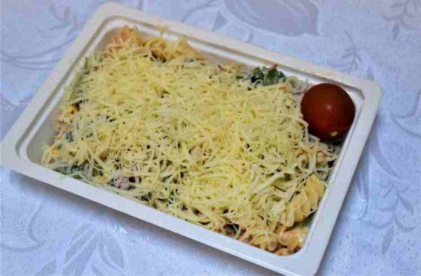 Salata paste fusili maioneza ardei ruccola cascaval
