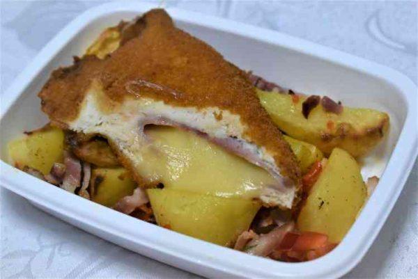 Cordon bleu pui cartofi tava bacon ardeiM