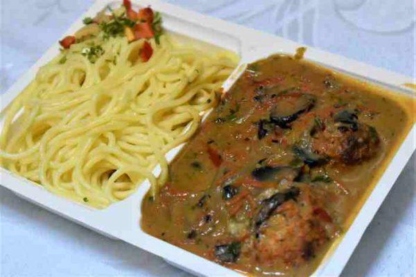 Perisoare sos vanatoresc spaghete