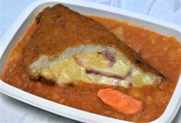 Cotlet porc umplut cascaval sunca ananas cartofi sfaramati ceapaM