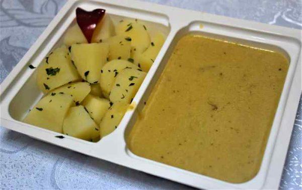 Friptura vita sos mustar cartofi patrunjel