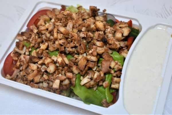 Gyros pui sos iaurt usturoi salata